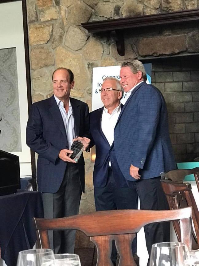Howard Gogel receives Business & Community Service Award