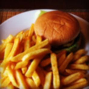 Hamburger mit PommesJPG