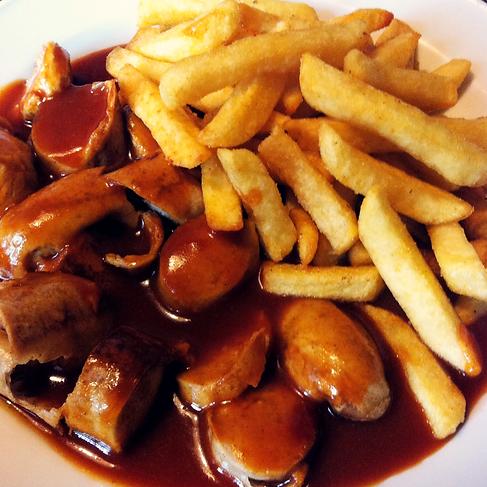 Currywurst mit Pommes Imbiss Grill Bazar in Krefeld-Uerdingen