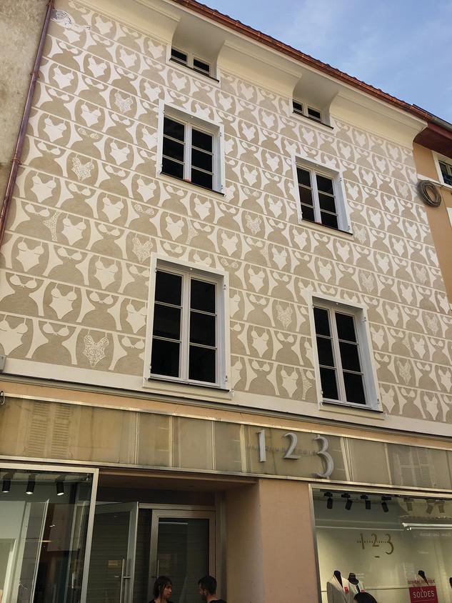 Création d'un décor de stuc et de sgraffito