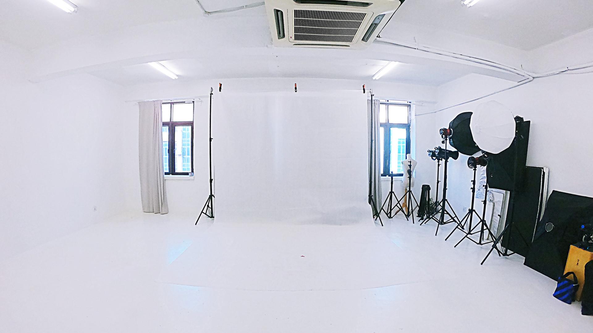 TheNextPictures_ShootingStudio_3R.jpg