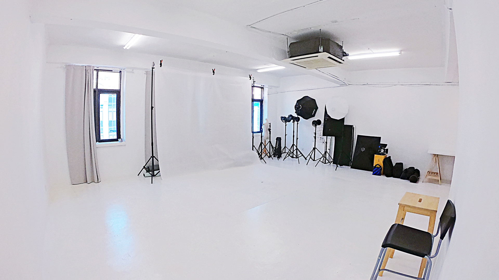 TheNextPictures_ShootingStudio_2R.jpg