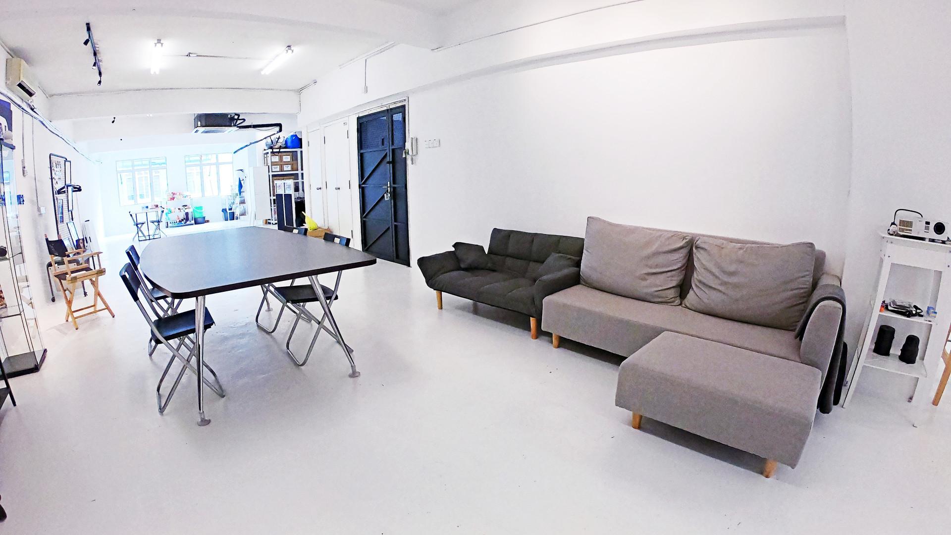 TheNextPictures_HoldingArea&MeetingSpace