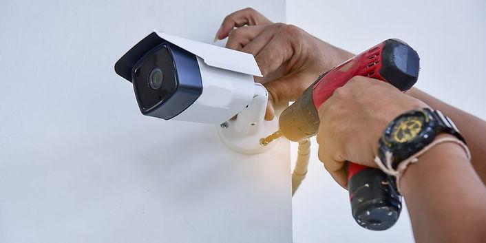 טכנאי מצלמות.jpg