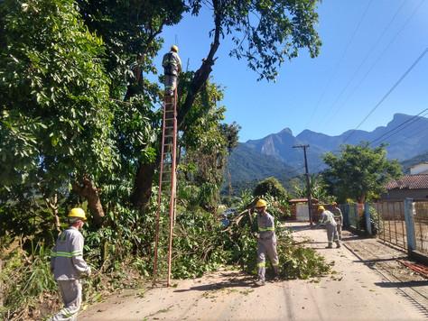 Limpeza e manutenção da estrada do Guapiaçu