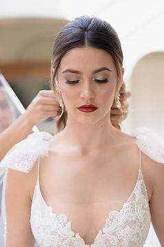 Flawless and glamorous bridal makeup
