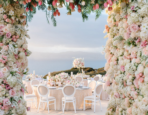 Destination wedding in Mallorca seaview and flowery decoration