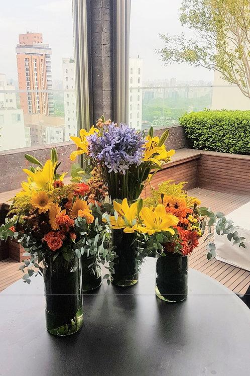 Composição 4 Arranjos. Mix de flores e folhagens