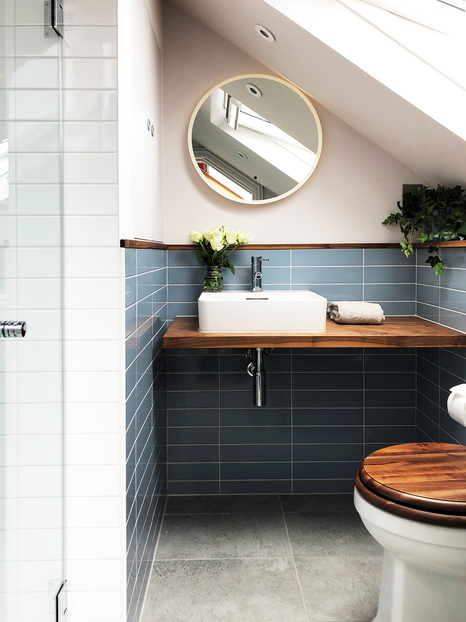 ensuite-with-shower-and-storage.jpg