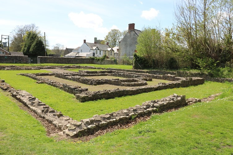 The Roman Archaeology of the Buildings