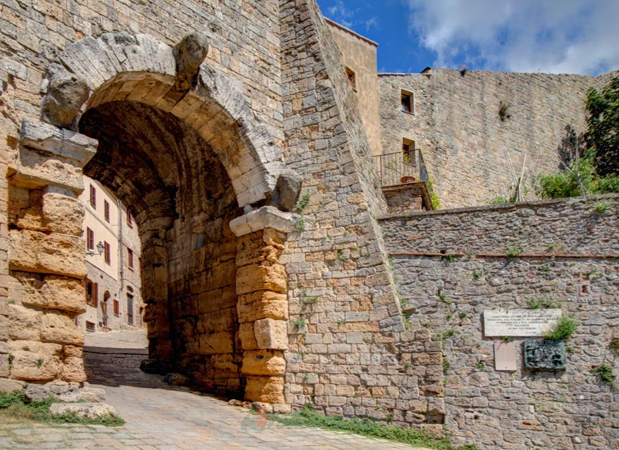 Volterra. Etruscan arch door.  Volterracity
