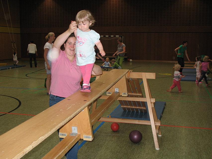 eltern und kind turnen - Kinderturnen Gerateaufbau Beispiele