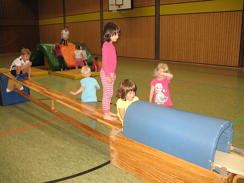 bsp fr eine bewegungslandschaft - Kinderturnen Gerateaufbau Beispiele