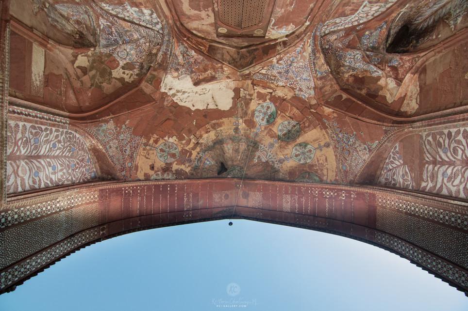 Buland Darwaza gate from below