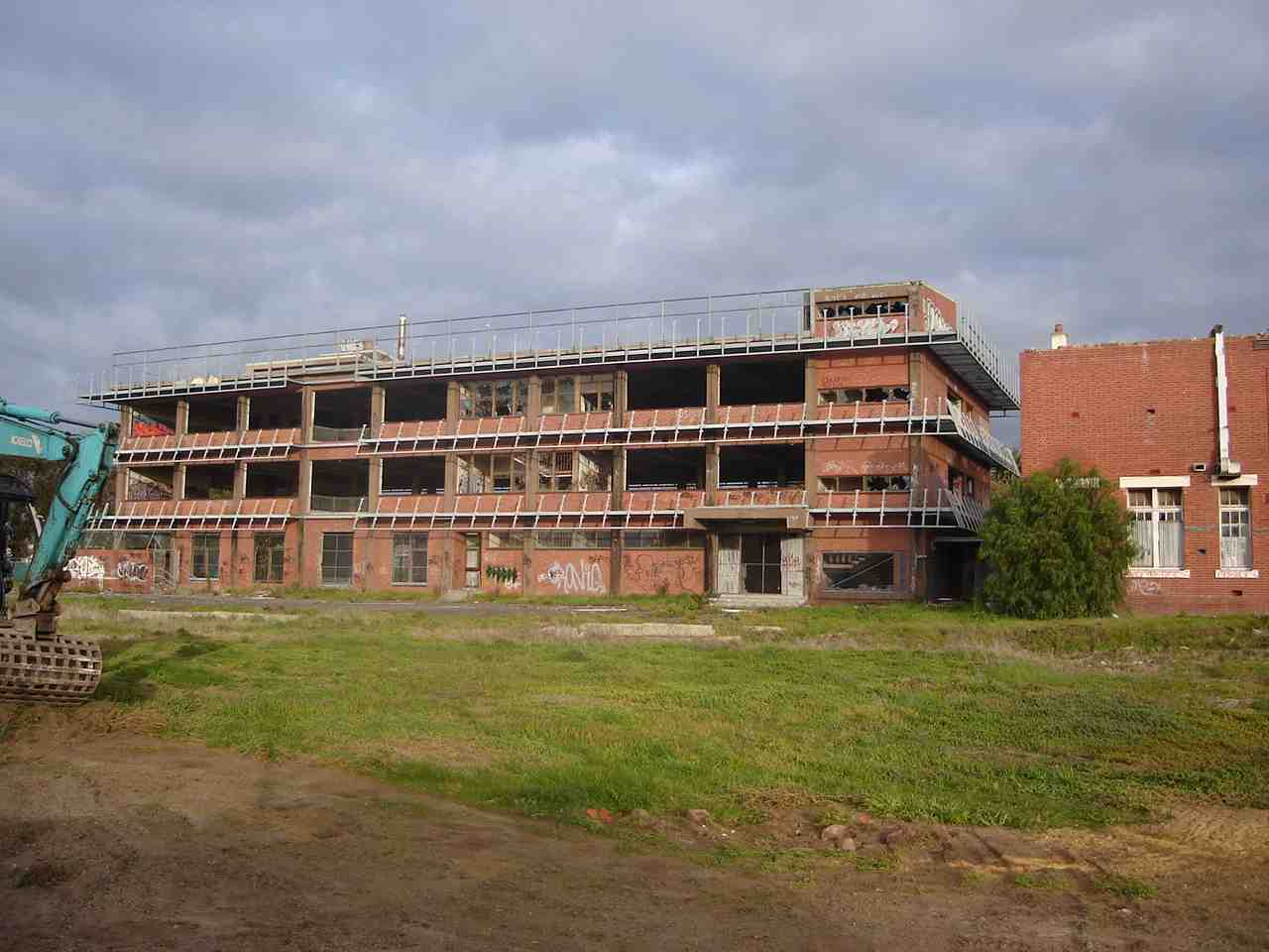commercial_demolition_CoburgHighSchool_BackBuilding.jpg