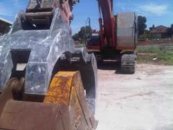 commercial_demolition_domestic_excavator2.jpg