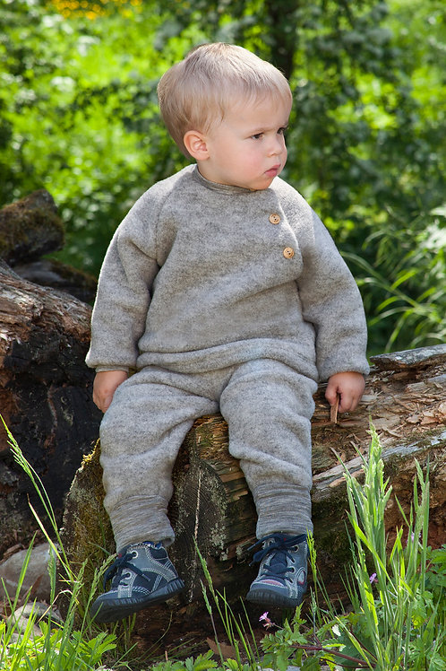 Raglan sweater with wooden buttons