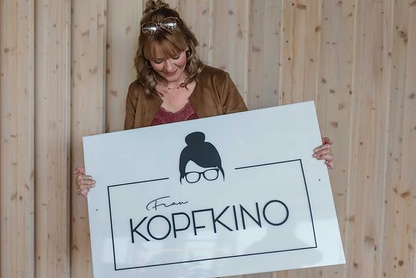 Frau_Kopfkino_Schild_Logo.png