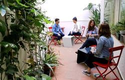 patio-con-gente