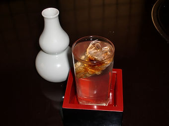 辛口のお酒なのですが、穴子の頭の香ばしさで甘みを感じるお酒です。