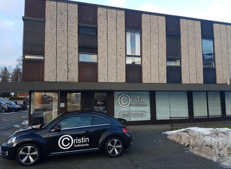 Vi har flyttet inn i lyse og moderne lokaler i Hovsveien 8 i Askim :)