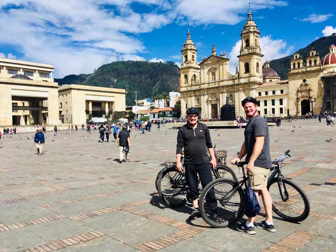 Tour en bicicleta Bogota PArche Cachaco Tours