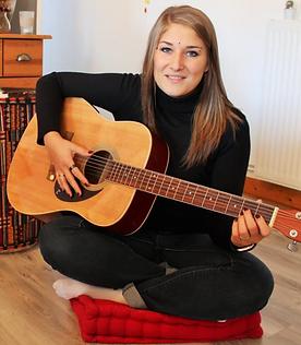 Musicothérapie musicothérapeute Haut Jura Saint-Lupicin cours de chant éveil musical psychothérapie Ingrid Buatois