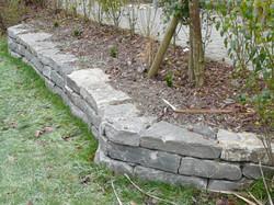 Tatüren Sitzmauer