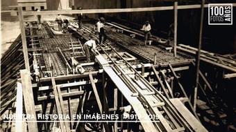 Operarios construcción de planta