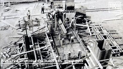 Operarios en construcción de planta