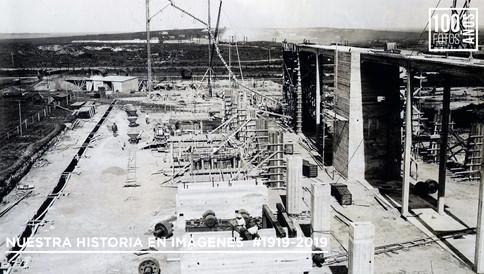 Operarios construyendo la planta