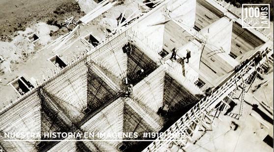 Operarios en construcción tolvas silos