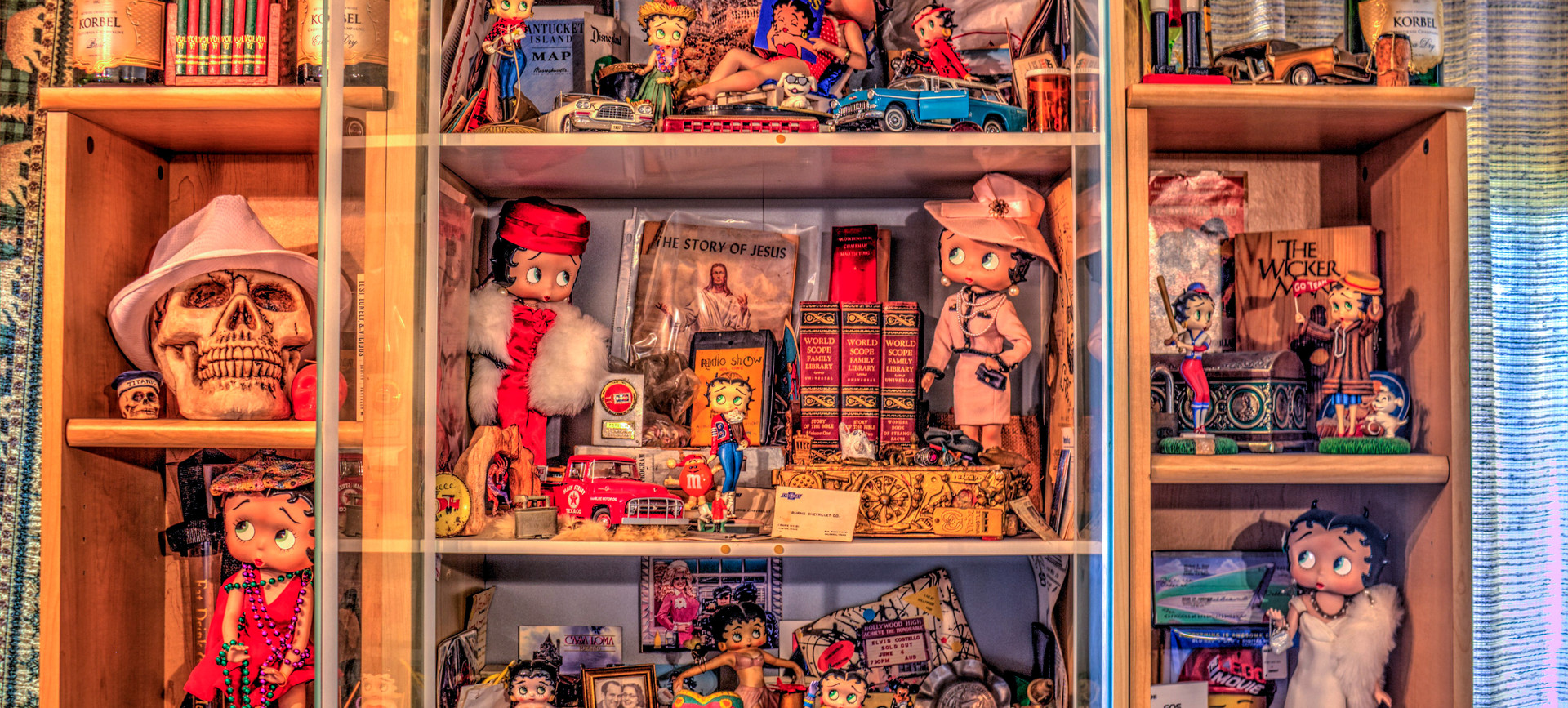 Betty Boop Musuem: Top Portion main display