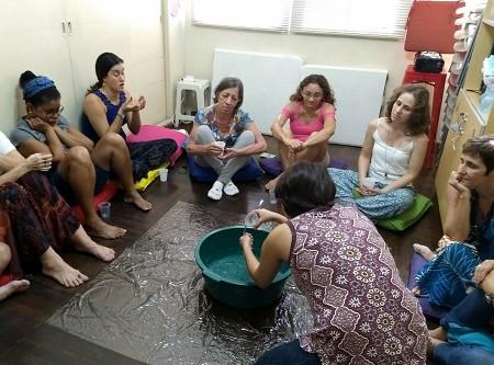Aquarela em tecido abre Atelier Eveline Carrano às imagens fluidas