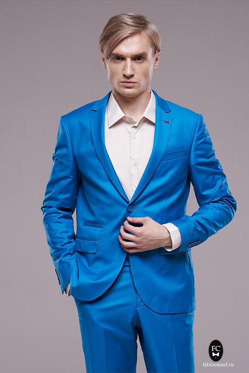 Яркий костюм