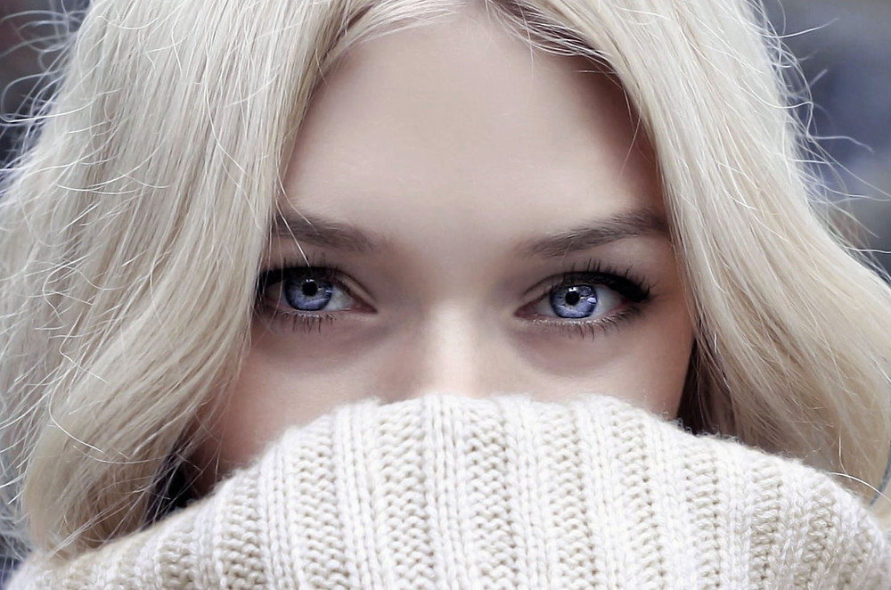 blonde woman with blue eyes - what is EMDR