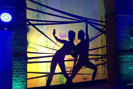 театр теней, театр теней shadow lab, постанвка театра теней, театр теней на корпоратив, театр теней на праздник, театр тенейна новый год, театр теней постановка шоу,театр теней москва, постановка с сотрудниками, интерактив в театре теней, сотрудники компании в театре теней