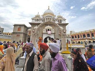Sikh Pilgrims to Nankana Sahib – Pakistan