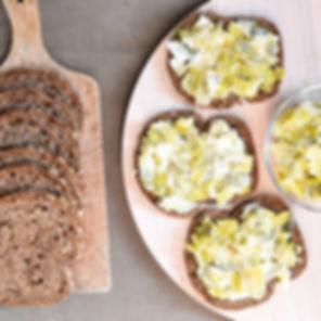 Tartines à la fondue de poireaux sur le