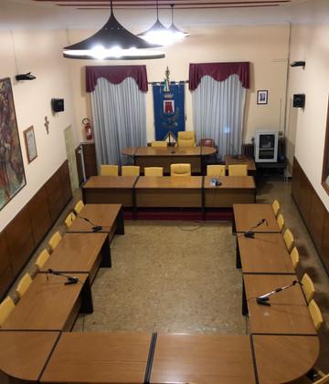 Consiglio comunale convocato giovedì 15 novembre per le ore 18:00. Debiti fuori bilancio e piazza Ca