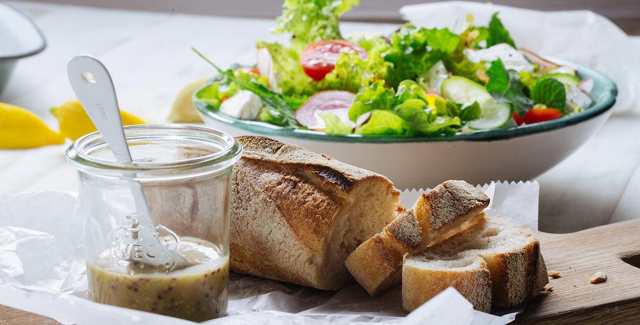 Salade et du pain