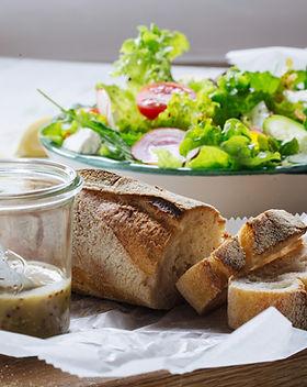 Salát a chléb