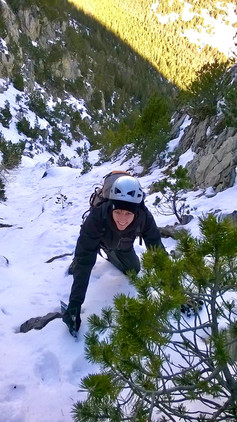 Winter mountaineering in the Massif des Ecrins (Oisan, France)