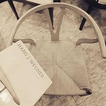 本日もYチェアの張り替え完了です_#hansjwegner のデザインブックと共