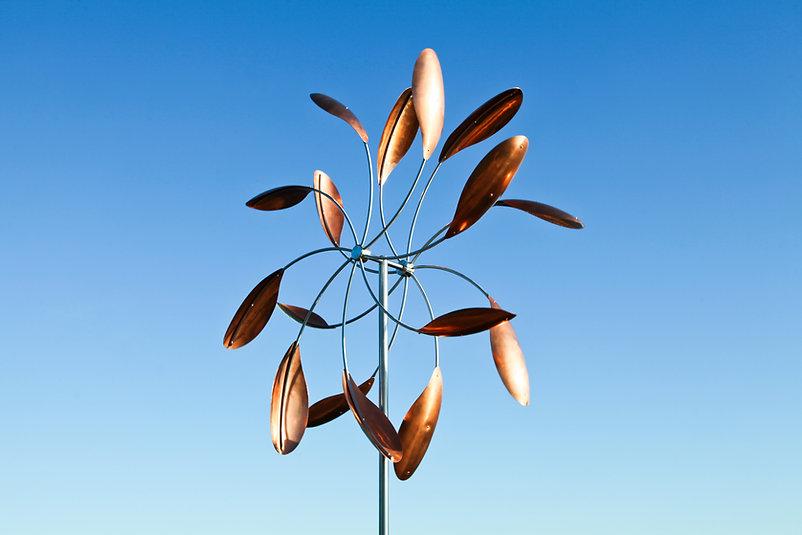 ветряная скульртура из меди