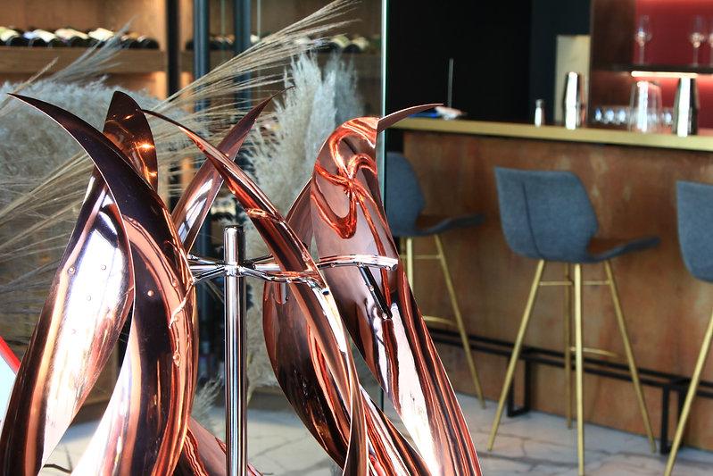 Ветряная скульптура Бутон в интерьере
