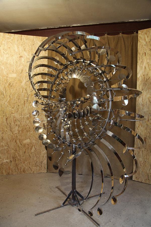 ветряная кинетическая скульптура из нержавеющей стали