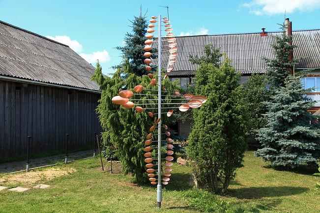 Ветряная скульптура Торнадо