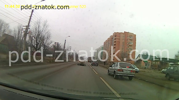 Поворот налево на перекрестке из правой полосы