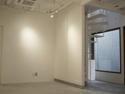 壁面#4, #5,  螺旋階段、入口横の窓 / Walls # 4, # 5, spiral staircase, showcase near the entrance